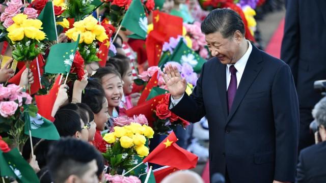 China: Immer lächelnd, stets verschlossen: Xi Jinping regiert China seit 2012 und stellt den Machtanspruch der Kommunistischen Partei über alles.