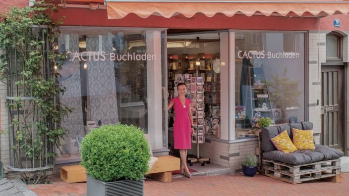 Zeitdokumente: Stefanie Walter, die Inhaberin der Buchhandlung Cactus, wollte wissen, wie die Schülerinnen und Schüler im niederbayerischen Kreis Dingolfing-Landau mit den Herausforderungen einer Pandemie zurecht kommen.