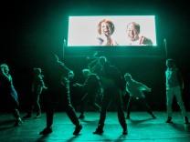 Uraufführung in Düsseldorf: Zwei Stunden recht haben