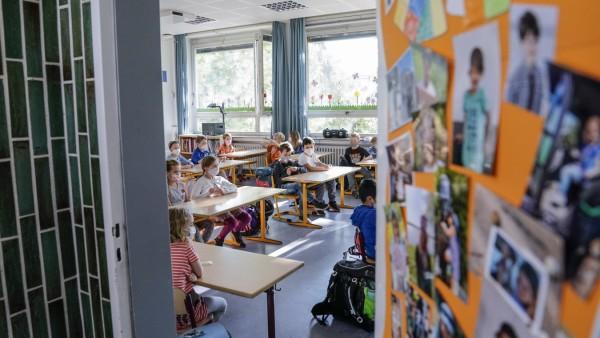 Klassenzimmer einer Grundschule in NRW während der Corona-Pandemie