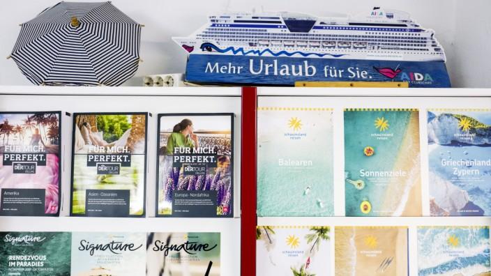 """Reiseunterlagen im Reisebüro """"Galaxis"""" in München, 2019"""