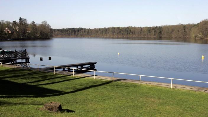 """Identitätspolitik und Literatur: Am Strausberger See in Brandenburg spielt eine Szene in Olivia Wenzels Roman """"1000 serpentinen angst"""" von 2020, um die es jetzt Streit gibt."""