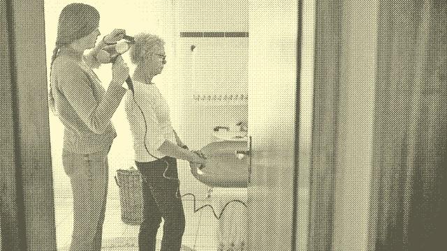 Temat: Pomoc w stylizacji włosów.  Radevormwald Niemcy *** Temat Pomoc w stylizacji włosów Radevormwald Niemcy Copyright: x