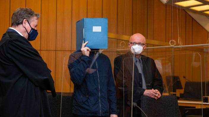 Missbrauchsprozess in Münster: Angeklagter Adrian V. im Gericht