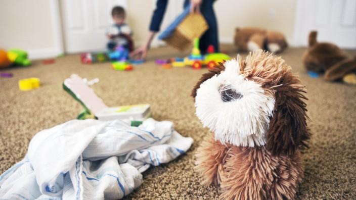 Toy dog and cloth on the floor of nursery model released Symbolfoto PUBLICATIONxINxGERxSUIxAUTxHUNxO