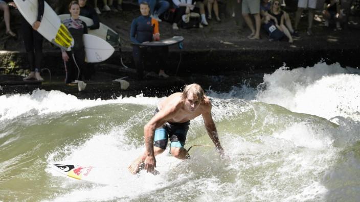 Surf-Legende Robb Naish in München