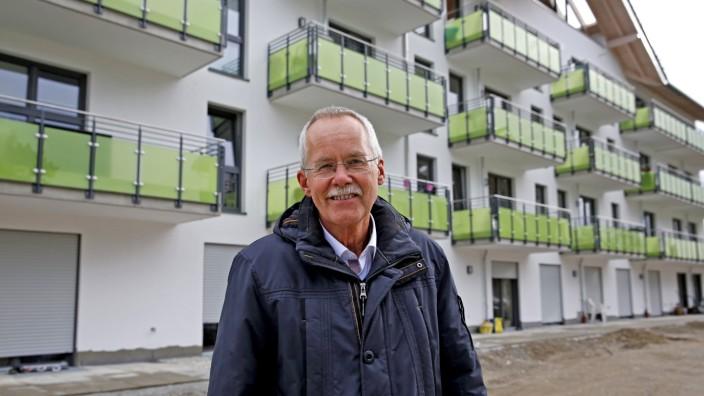Mietpreise: Die Stäwo Wolfratshausen (hier Geschäftsführer Lothar Ortolf) hat in Waldram 52 barrierefreie Einheiten errichtet.