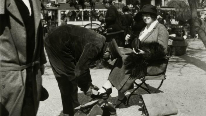 Schuhputzer auf Potsdamer Platz Berlin