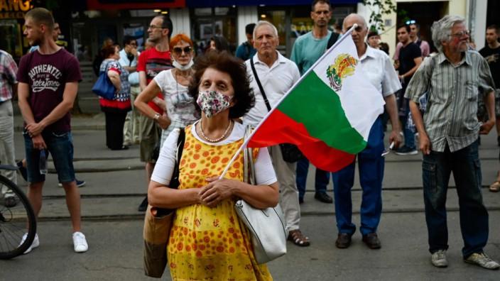 Parlamentswahl: Protest gegen Mafiosi und Oligarchen: eine Demonstrantin vor dem Justizpalast in Sofia.