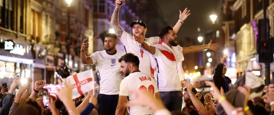 Fußball-EM 2021: Fußballfans feiern in England