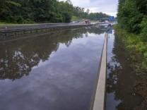 Wetter in Deutschland: Straßen und Keller geflutet