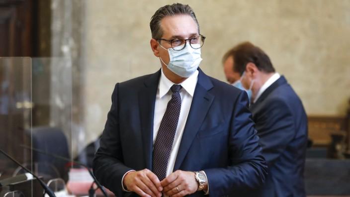Österreichs Ex-Vizekanzler Strache vor Gericht