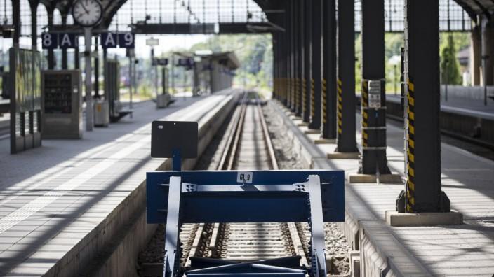 Streik GDL Wiesbaden Hauptbahnhof Wiesbaden Bild x von x Wiesbaden für LOK 20 05 2015 Streik