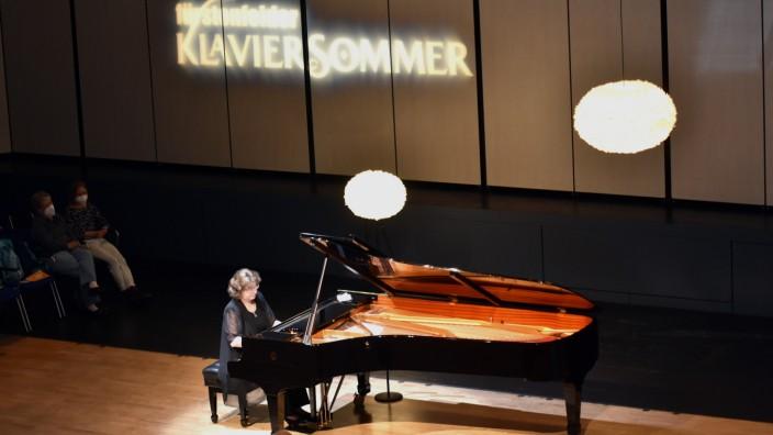 Konzert: Auf gleicher Höhe mit dem Publikum: Anna Malikova beim Konzert im Stadtsaal von Fürstenfeldbruck