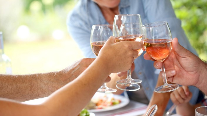 Closeup of wine glasses held by family at lunch model released Symbolfoto PUBLICATIONxINxGERxSUIxAUT