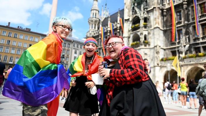 München heute: Am Samstag gehörten der Marienplatz und die umliegenden Straßen der LGBTIQ-Szene.