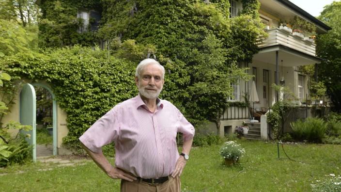 Erbschaftsteuer auf Immobilien: Wolf-Armin von Reitzenstein wäre auf einen Schlag Multimillionär, würde er sein Haus verkaufen - doch ums Geld geht es ihm nicht.