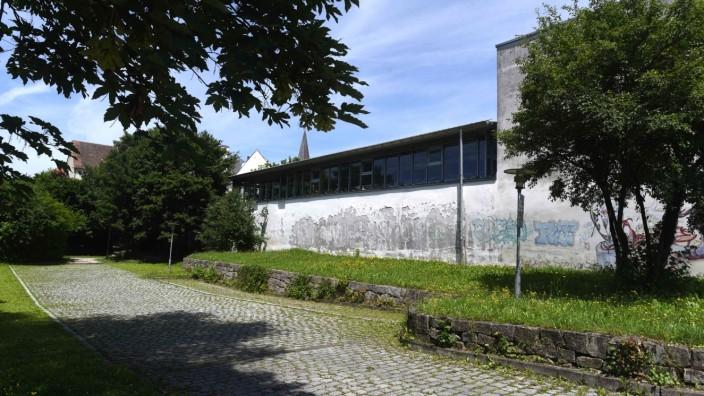 Bauvorhaben: Vor allem die Indersdorfer Turnhalle ist in einem schlechten Zustand. Der Landkreis hofft, dass die Bauarbeiten bald beginnen können.