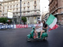Photo Alessandro Garofalo/LaPresse July 11, 2021 Naples, Italy Final Euro 2020 fans follow the match in the streets In