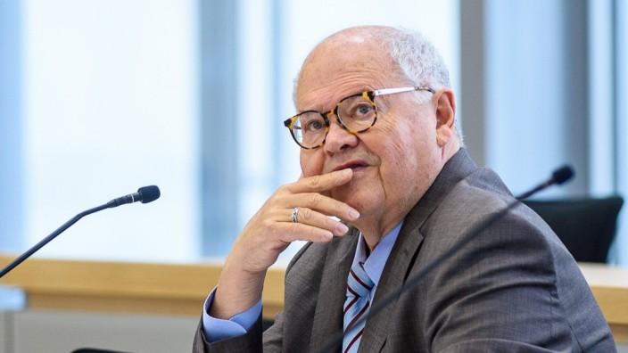 """Jerzy Montag (Grüne), Vize-Vorsitzender der Experten-Kommission zur Affäre um Drohmails, illegale Datenabfragen und rechtsextreme Chats in Hessen: """"Bilder, die einem den Atem nehmen."""""""