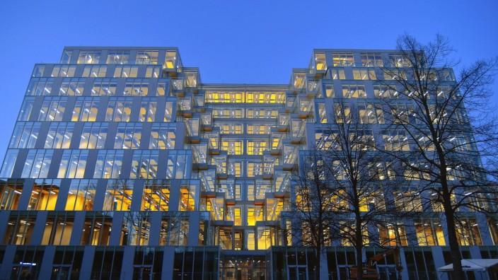 Aus dem ehemaligen Galeria Kaufhof am Ostbahnhof ist seit 2017 in kuerzester Zeit das UP des Signa Bauherren geworden. B