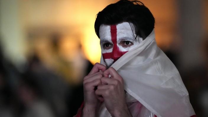 England und die EM: Ein englischer Fan am Trafalgar Square: Die Party ist vorbei.