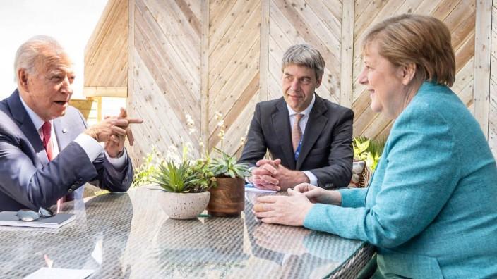 Kanzlerin Angela Merkel mit US-Präsident Joe Biden und Berater Jan Hecker