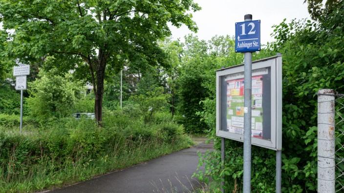 Pasing: Auf dem Parkplatz der Bezirkssportanlage an Aubinger und Scapinellistraße können sich Lokalpolitiker eine neue Realschule vorstellen, womöglich in Ständerbauweise, damit die Stellplätze erhalten bleiben.