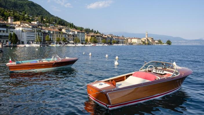 Motor boats in the port of Salò, Lake Garda, Brescia province, Lombardy, Italy (Nico Stengert)