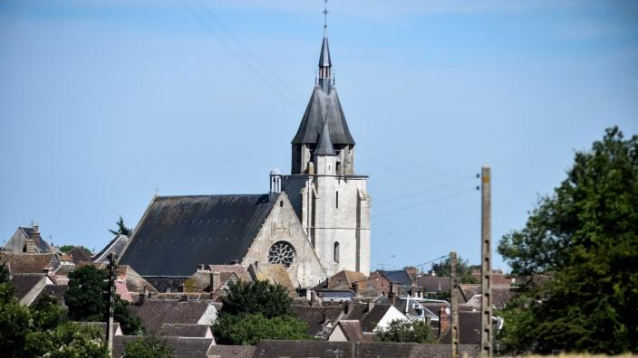 """150. Geburtstag von Marcel Proust: Die Kirche Saint Jacques in Illiers-Combray, in Prousts """"Auf der Suche nach der verlorenen Zeit"""" heißt sie Saint Hilaire."""