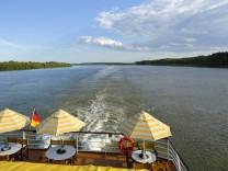 Tourismus Urlaub Freizeit Flusskreuzfahrt auf der Donau Donauschifffahrt offenes Achterdeck auf