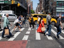 (210520) -- NEW YORK, May 20, 2021 -- Pedestrians cross Broadway in the SoHo neighborhood in New York, United States, Ma