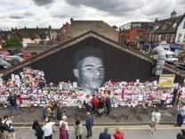 Defaced Mural Of Marcus Rashford Repaired By The Artist In Manchester