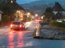 Unwetter über Deutschland: Katastrophenalarm in Hof – Mann in Sachsen nach Sturzflut vermisst