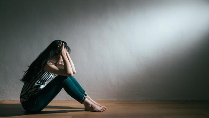 Bipolare Störung: Oft wird bei Menschen mit bipolarer Störung nur die Depression richtig behandelt - die manischen Phasen werden dagegen übersehen.