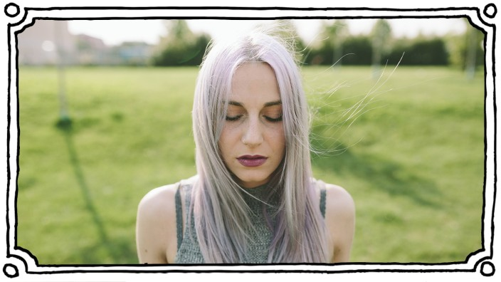 Young woman with pink grey hair on a meadow model released Symbolfoto PUBLICATIONxINxGERxSUIxAUTxHUN