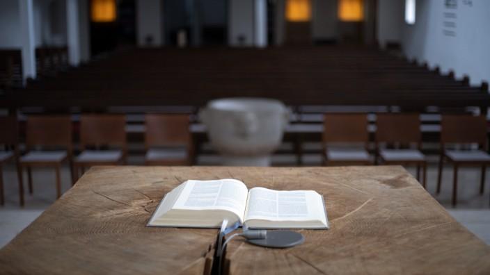 Kirchenaustritte; FREISING: Symbol / Symbolbild KIRCHENAUSTRITT - Evangelische Christ-Himmelfahrtskirche