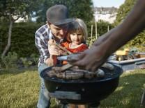 Family having a barbecue in garden model released Symbolfoto property released PUBLICATIONxINxGERxSU