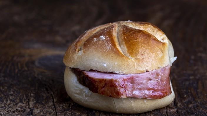 bayerischer Fleischlaib im Brötchen *** Bavarian meat loaf in a roll 1035306529