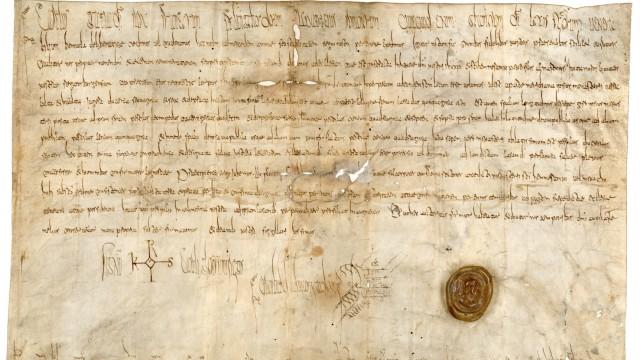Geschichte: Die älteste Urkunde im Bayerischen Hauptstaatsarchiv aus dem Jahr 794 mit der Ersterwähnung von Frankfurt am Main.