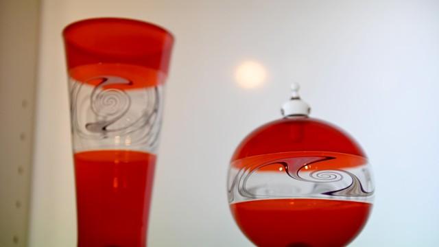 Altes Handwerk: Viele Stunden kann es dauern, bis das Glas aus unterschiedlichen Farben so kunstvoll verdreht ist, dass es hübsch aussieht und Liebmann zufrieden mit seiner Arbeit ist.