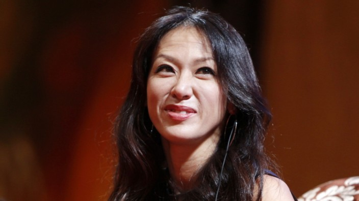 Tiger mom Amy L. Chua promotes controversial book in Shanghai