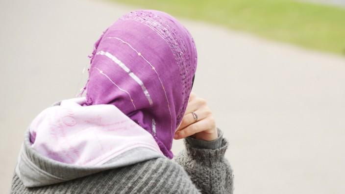 EuGH-Gutachten zu Kopftuchverbot in Kita und Drogeriemarkt