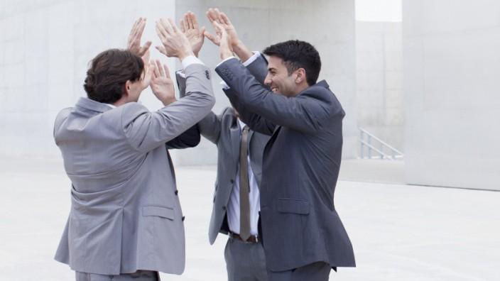 Männer High Five