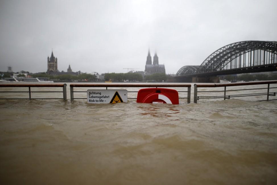 Anhaltende Regenfälle durch Tief Bernd haben in Köln und Umland zu Hochwasser, steigendem Rheinpegel und überfluteten S