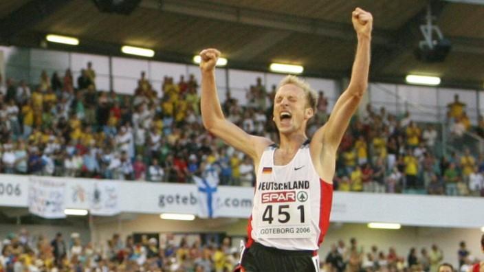 GOTHENBURG SWEDEN German Jan Fitschen celebrates at the finish as he wins the 10000m men race; Jan fitschen