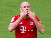 Arjen Robben jubelt bei seinem letzten Tor für den FC Bayern München