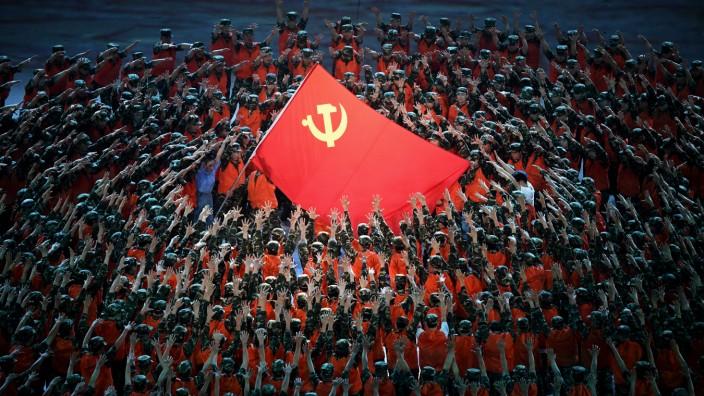 Kommunistische Partei Chinas: Die Partei feiert sich selbst: Inszenierung im Pekinger Nationalstadion zum Geburtstag der KP vor 100 Jahren.