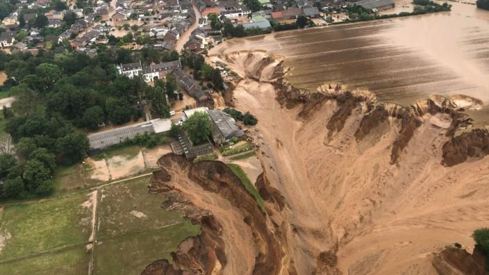 Nach dem Unwetter in Nordrhein-Westfalen - Erftstadt-Blessem