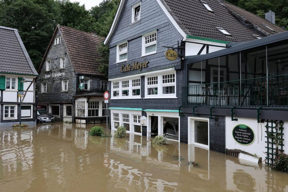 Starkregen Ueberschwemmungen durch Wetterkatastrophe in NRW / 15.07.2021, Ortsteil Unterburg , Solingen , Starkregen Ueb